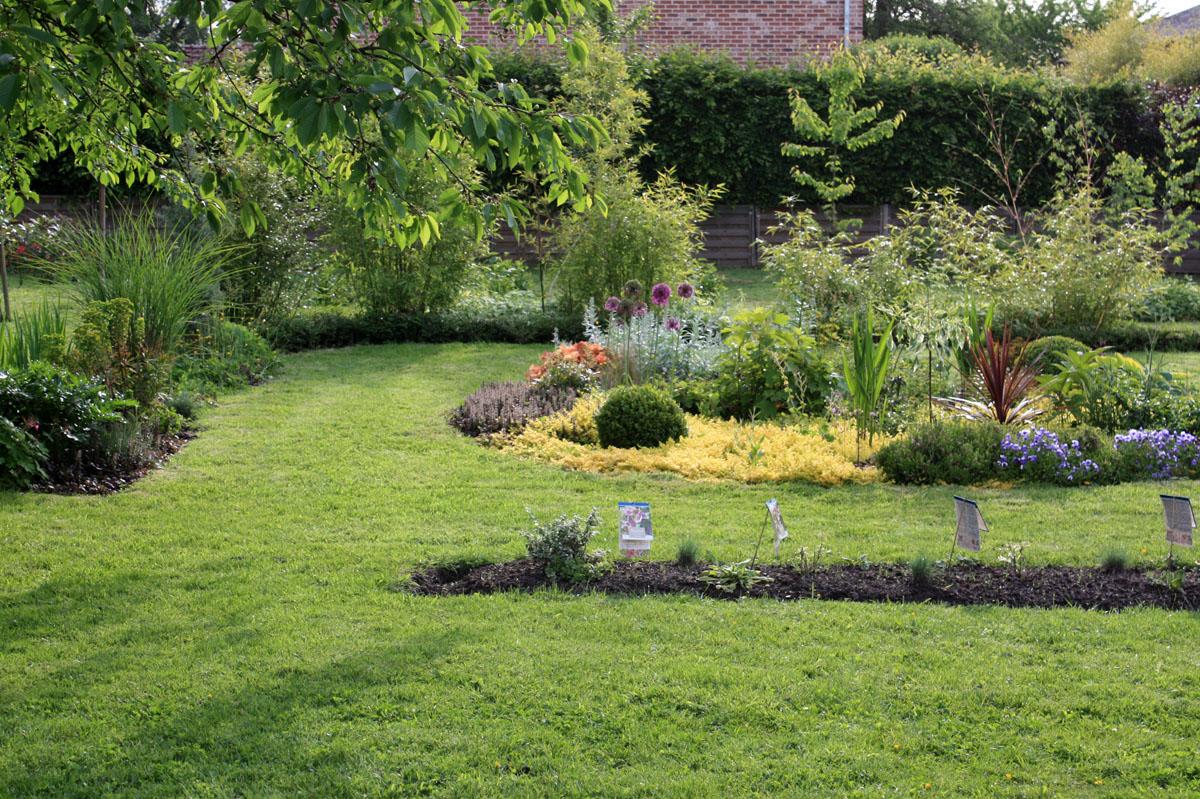 Un nouveau jardin la campagne place des jardins le blog for Solde plante jardin