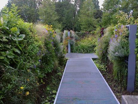 Le Jardin des Géants réussit le pari d'un jardin composé de murs végétaux: très natures et idéaux pour jouer à cache ou bien s'embrasser à l'abri des regards, un vrai jardin pour tous:)